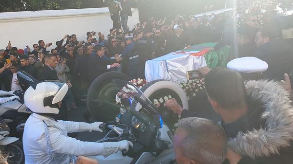 موكب جنائزي مهيب لفقيد الجزائر الفريق قايد صالح