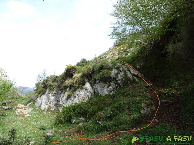 Ruta al Pierzu desde Priesca: Desvío para subida por la ladera SO