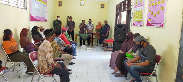 Babinsa Cawas Amankan Pembagian BSNT Provinsi