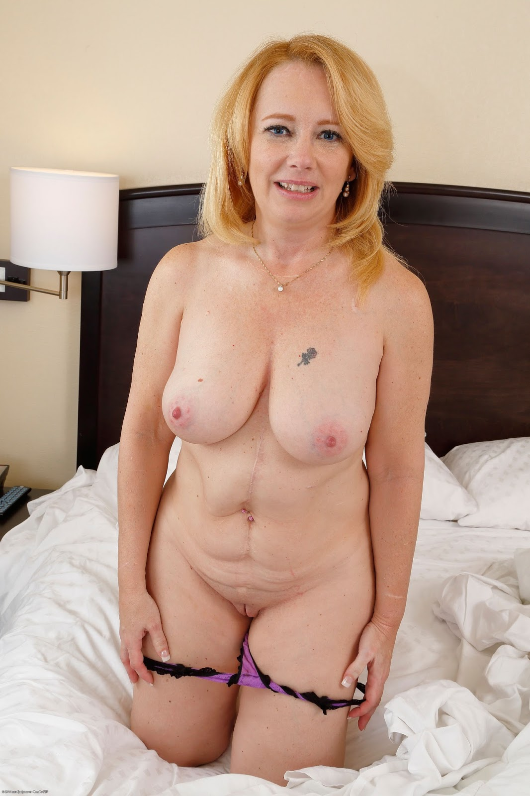 Pictures Of Naked Mature Woman