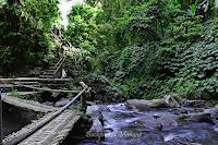 Jembatan Bambu Air terjun Nungnung Bali