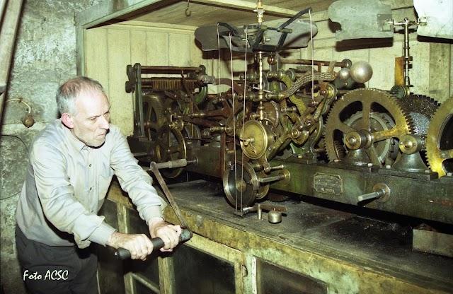 """O relógio do Toural, """"curiosa máquina, que deve ser, depois da dos carrilhões de Mafra, a mais importante do País..."""""""