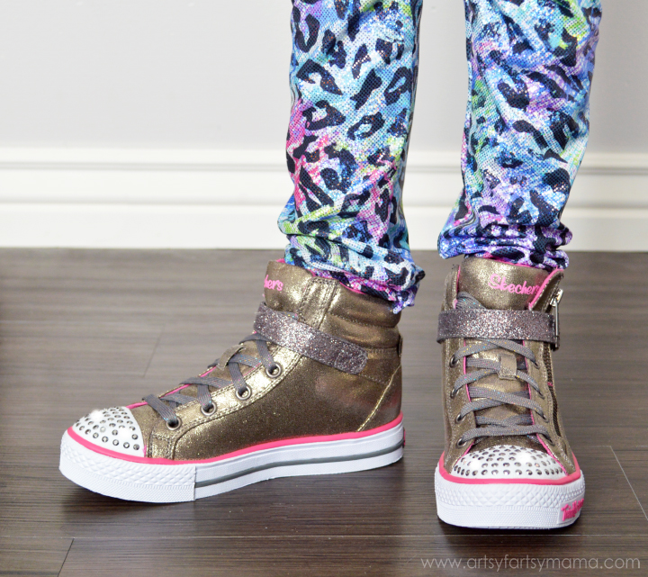 Easy to Sew Leggings Tutorial and Winter Shoe Shopping at artsyfartsymama.com #ohsofamous
