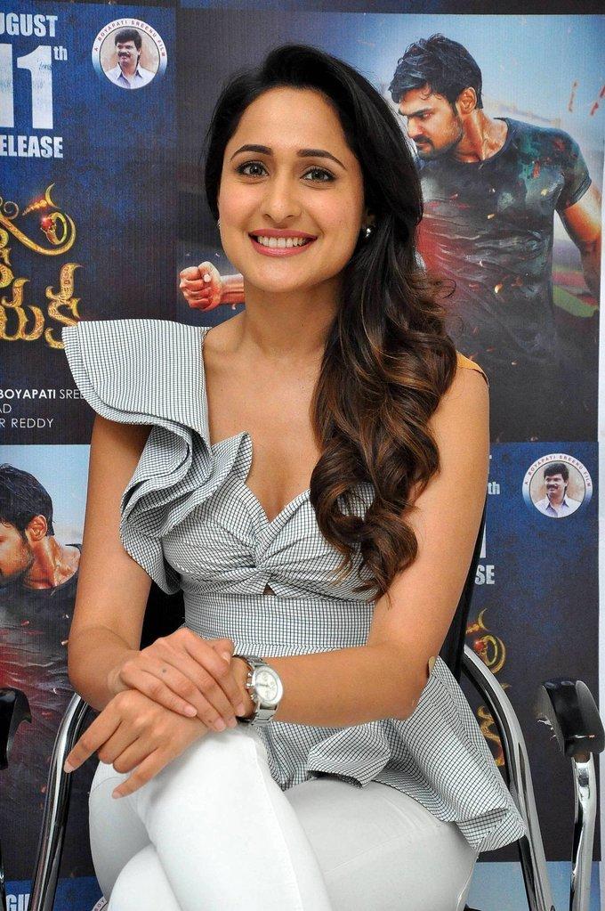 Actresss PragyaJaiswal Latest HD Images