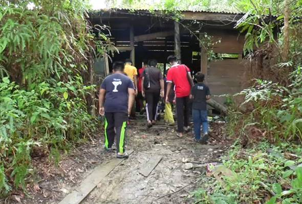 PdPR: Pelajar terpaksa ikuti kelas di bangsal usang kawasan ladang