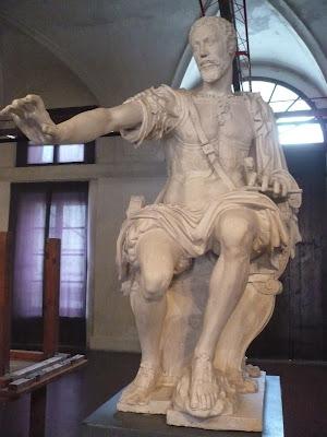 Statua Vespasiano nel Palazzo Ducale