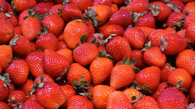 Advantages and drawbacks of eating strawberry