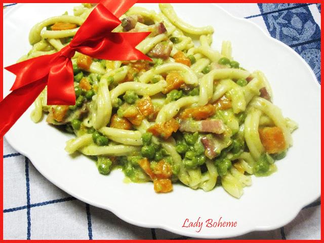 hiperica di lady boheme blog di cucina, ricette facili e veloci. Ricetta strozzapreti con zucca e piselli