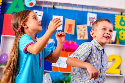 https://freedesignfile.com/upload/2019/04/Happy-children-in-the-kindergarten-Stock-Photo.jpg