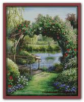 Цветочная арка у воды