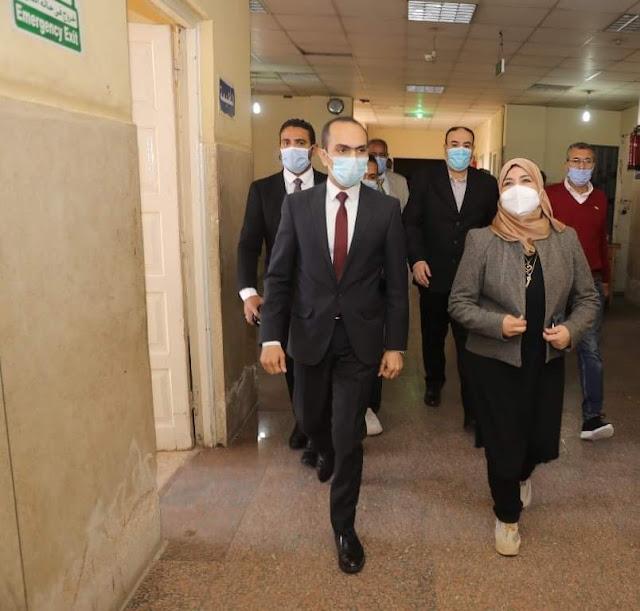 نائب محافظ سوهاج يتفقد إدارة خدمة المواطنين بمديرية الصحة