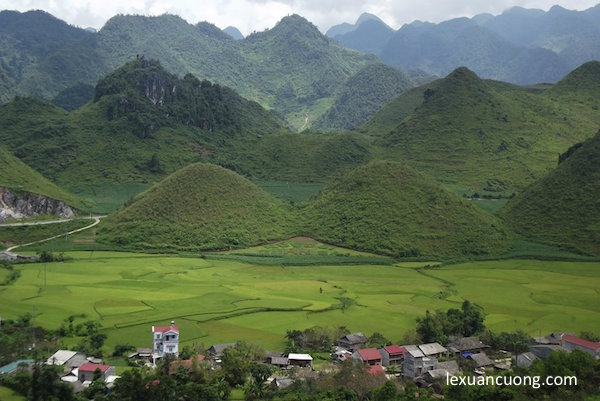 Núi đôi Quản Bạ (núi Cô Tiên), điểm đến hấp dẫn trên cung phượt Hà Giang