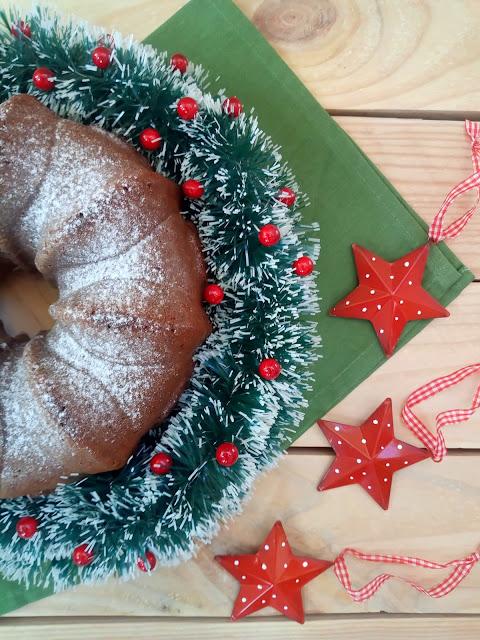 Bundt cake de turrón de chocolate Suchard. Receta navideña de aprovechamiento. Desayuno, merienda, postre. Horno. Cuca Bizcocho.