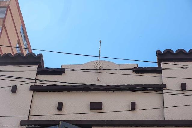 Sobrado na Rua Marechal Deodoro - detalhe da platibanda com ornamento de ferro