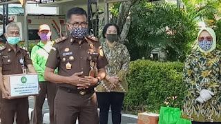 Lawan Covid-19, Badiklat Dan IAD Peduli Warga Beri Sembako Jelang Ramadhan