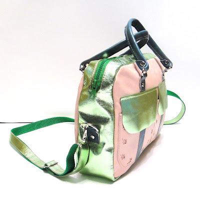 Натуральная женская сумка через плечо. Ремень съемный, максимальная длина 112 см. Полностью на подкладке