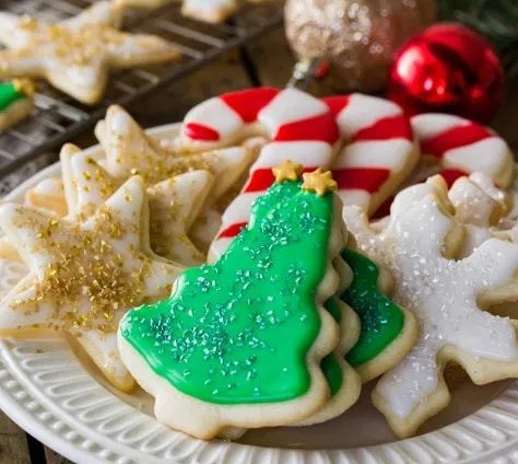Easy Sugar Cookie Recipe (With Icing!) #desserts #christmas