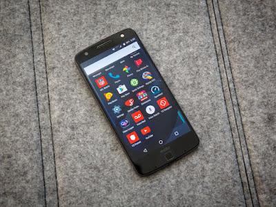 Motorola menghadirkan beberapa fitur gres Review Motorola Moto Z - Baterai, Kamera, Prosesor dan Mods