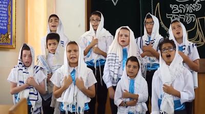 El maravilloso coro de niños Pirchei Aish Children Choir interpretando un Popurrí de canciones judías que sin lugar a dudas te harán deleitar. ¡Disfruta y Compártelo!.