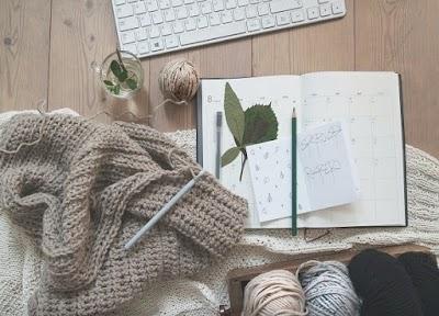 Revista con 176 estilos de puntos básicos de crochet