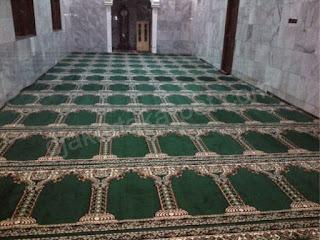 pemasangan karpet masjid madeena pilar hijau