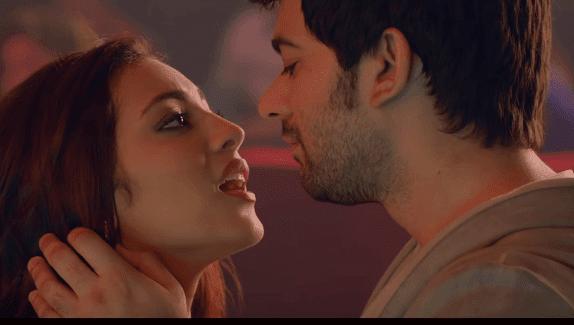 Hot New Romantic Kiss Whatsapp Status Video Download