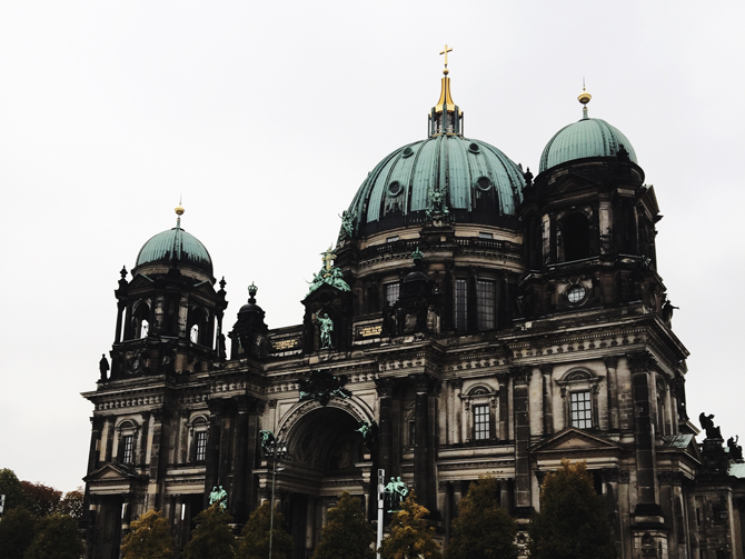 a day trip to berlin | autumn 2015 | van gogh alive, museum island, friedrichstrasse | more details on my blog http://junegold.blogspot.de | life & style diary from hamburg | #trips #travels #germany #berlin #museumisland #museumsinsel #berlincathedral #berlinerdom