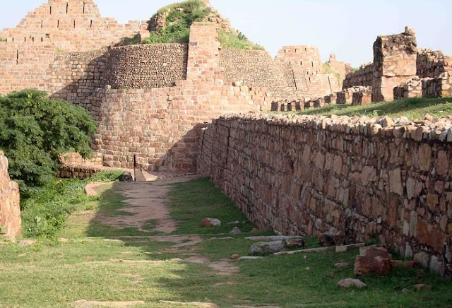 Tughlaqabad Fort, Best Places to Visit in Delhi
