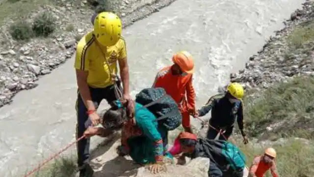 भारत-चीन बॉर्डर पर नीति घाटी में 12वें दिन 250 ग्रामीणों की बची जान, बरसात के बाद भूस्खलन से बंद है हाईवे