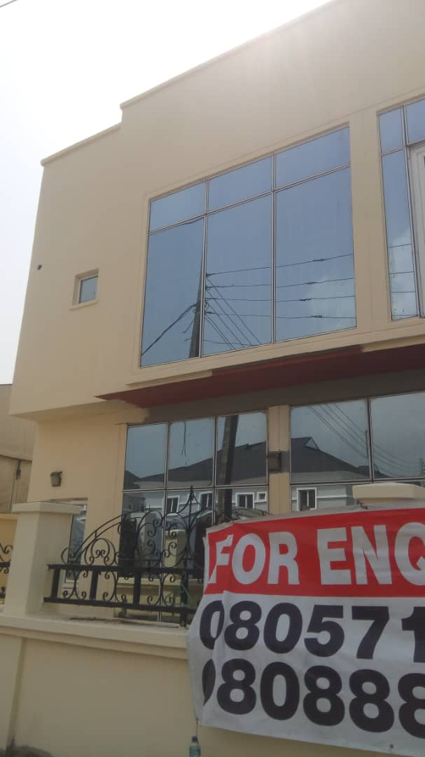 Office building in Lekki Ph1 For sale