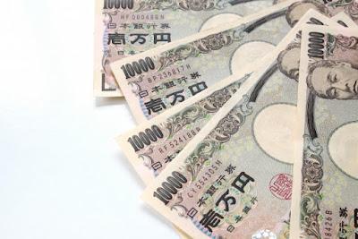 一万円札が5枚写っている