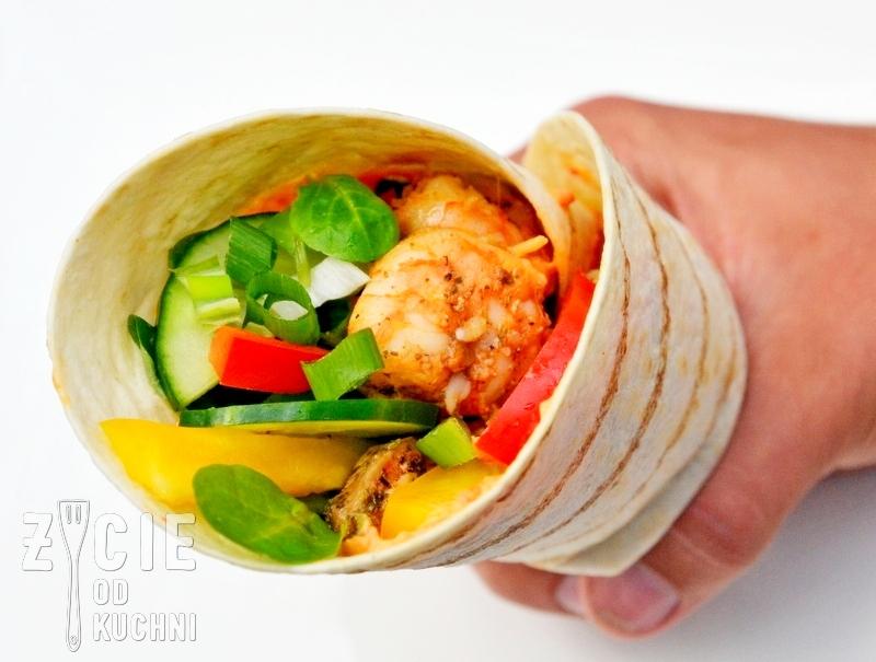 wrap, tortilla, jak zwinac tortille, jak zwinac wrapa, tortilla z krewetkami, tortilla z kurczakiem, wrap z kurczakiem, wrap z krewetkami, zycie od kuchni