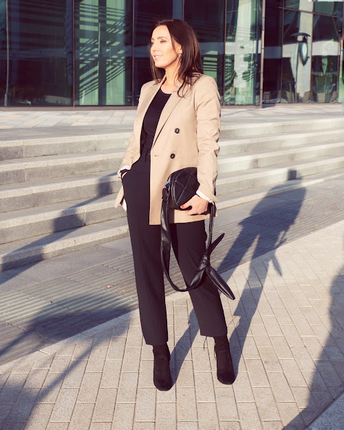 classic beige blazer outfit