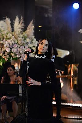 Dua Lipa en la fiesta de los Premios Óscar de Elton John.