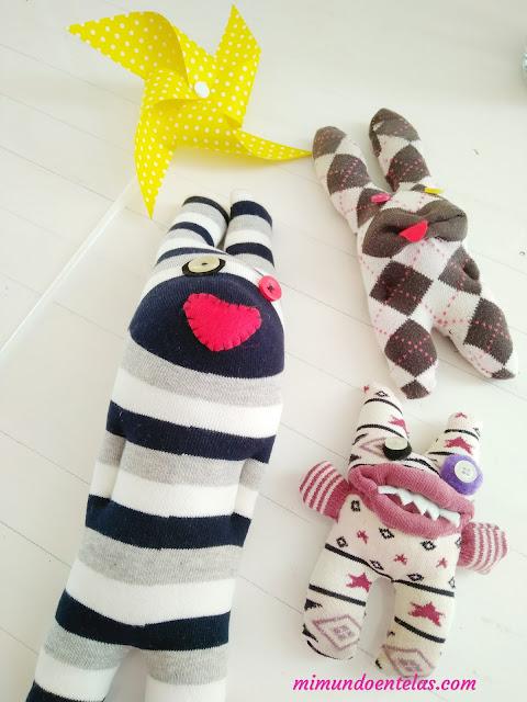 hacer monstruos de calcetines