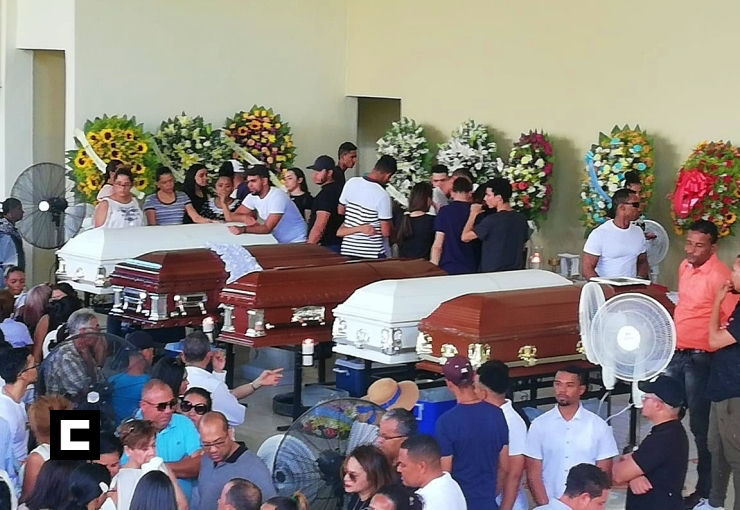 Velan en Colegio La Altagracia los jóvenes de SFM que murieron tras accidente en La Vega