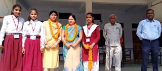 खुटहन कालेज में शिक्षिकाएं की गयीं सम्मानित | #NayaSaberaNetwork