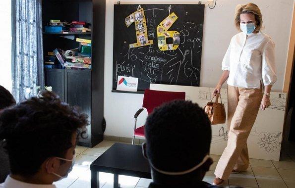 Non-profit organization Minor-Ndako in Anderlecht. balloon sleeve silk blouse, camel wide-leg pants, camel leather handbag