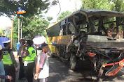 Gagal Nyalip, Bus Terlibat Kecelakaan Dengan Dua Truk