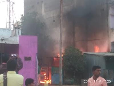 ब्रेकिंग भौंती में ओमनी कार में लगी भीषण आग , नही पहुँची फायरबिग्रेड | Bhonti News