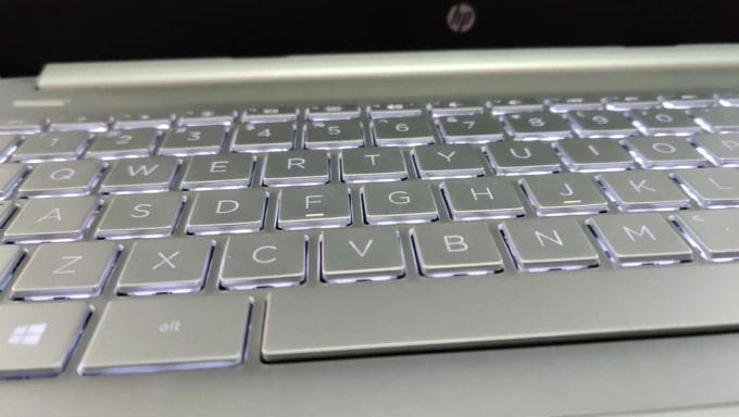Backlit of HP 14s DR1009TU laptop's keyboard.