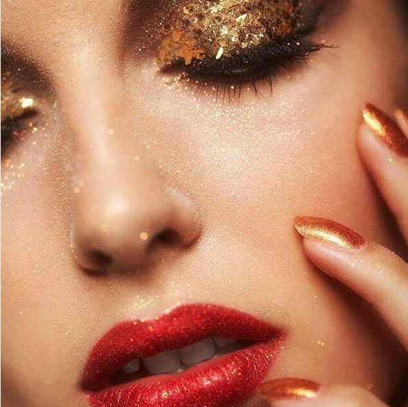 http://www.lush-fab-glam.com/2016/12/glitz-glam-winter-beauty-trends.html