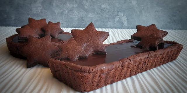 dolce con frolla al cacao e crema al cioccolato