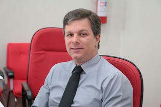 Vereador Guto Marão posa para foto
