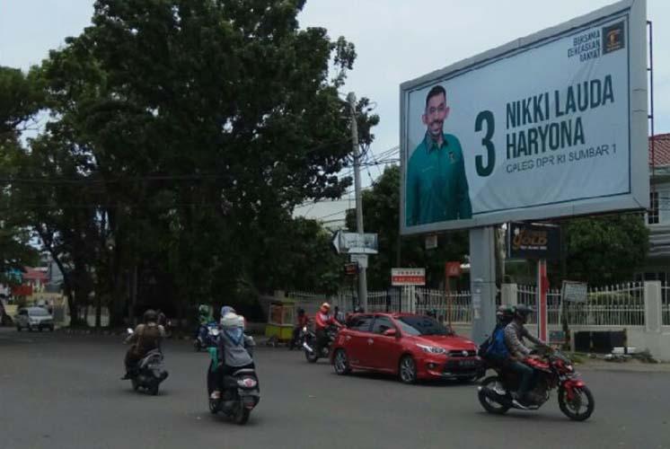 caleg tak pasang foto Jokowi