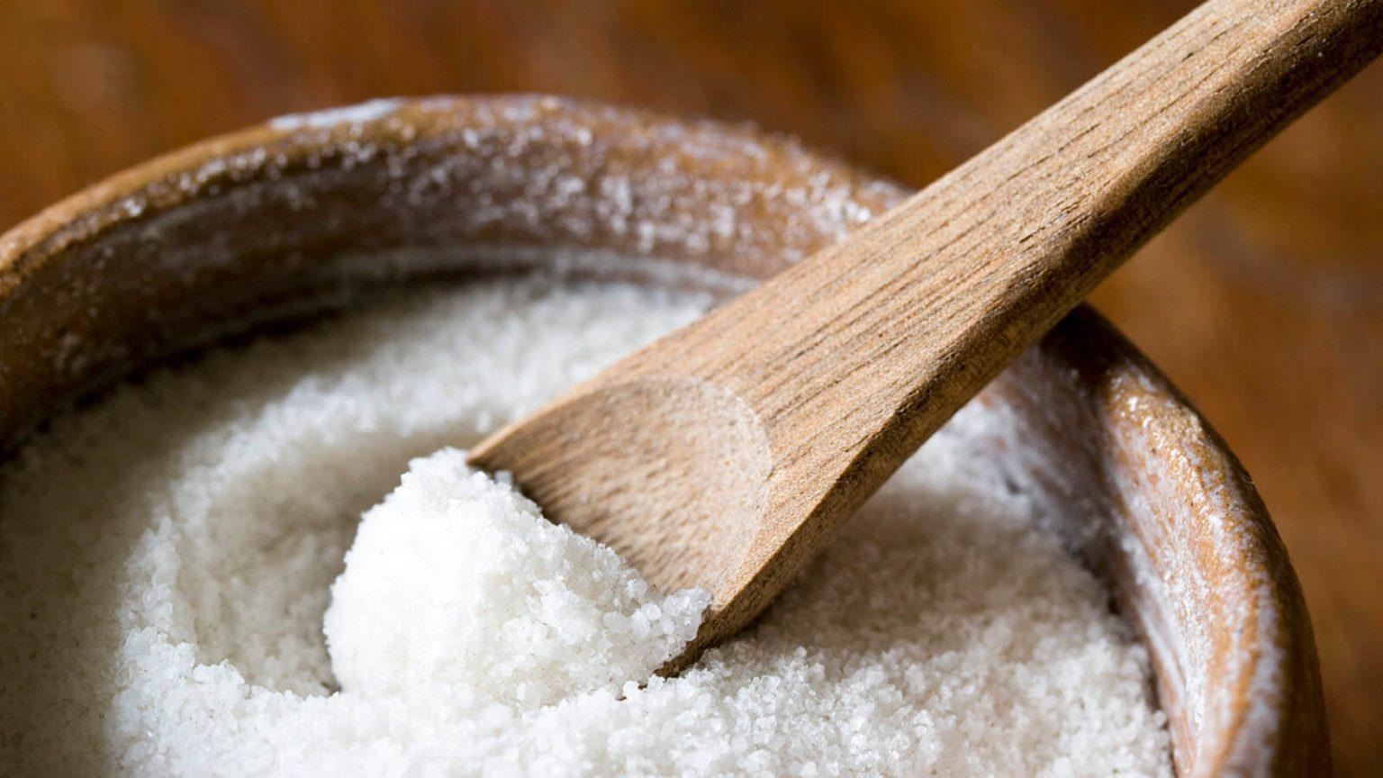 Tẩy da chết bằng muối tinh
