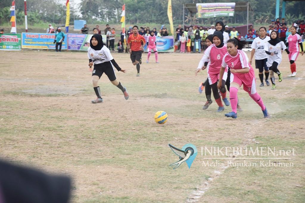 Sembilan Tim Sepak Bola Putri Berebut Piala Kapolsek Buayan Cup