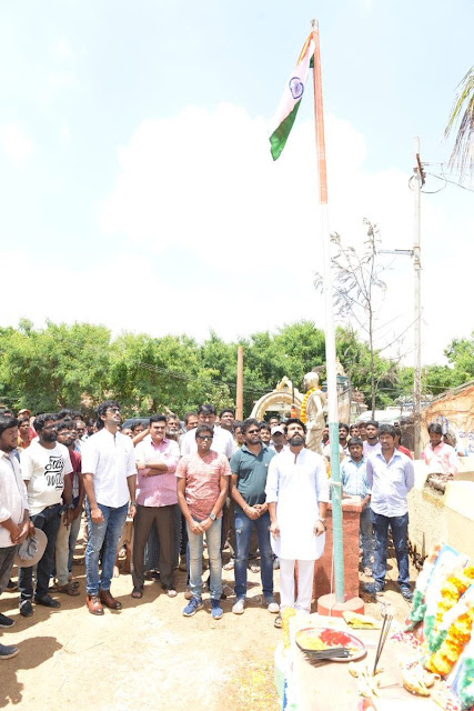 Ram Charan Celebrates Independence Day on the sets of 'Rangasthalam 1985'