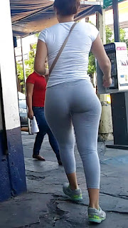 Chava culona pants caminando calle