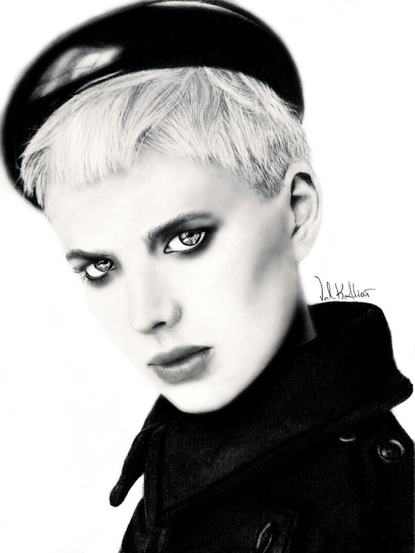 03-Agyness-Deyn-Valerie-Kotliar-Celebrities-and-Unknown-Immortalised-in-Realistic-Drawings-www-designstack-co